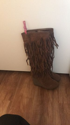 SHOEDAZZLE FRINGE BOOTS - Women's 6.5 for Sale in San Diego, CA