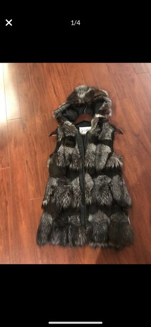 Natural fur vest with hood size M, but it fits like S for Sale in Vernon Hills, IL