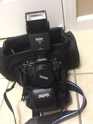Film camera with case and flash Vivitar for Sale in Sacramento, CA