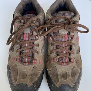 Men's Size 7.5 The North Face Gortex Mid Hiking Boots 🥾 for Sale in Hillsboro, OR