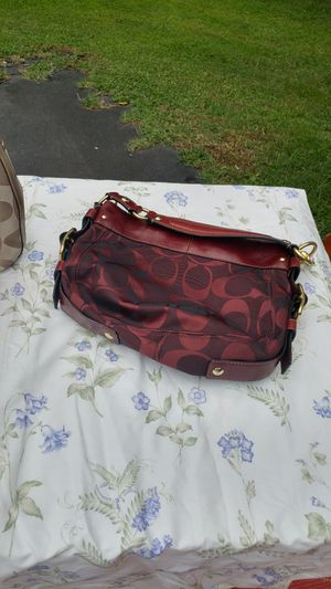 COACH BAG BURGUNDY/WINE COLOR MEDIUM SIZE LIKE NEW CONDITION 125.00 for Sale in Fork Union, VA
