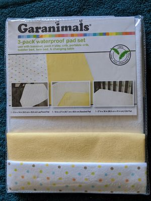 Garanimals 3pk waterproof pad set for bassinet crib for Sale in Phoenix, AZ