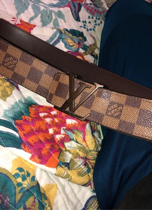 Authentic Louis Vuitton belt size 32-36 for Sale in Miami Gardens, FL