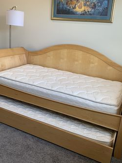 Beautiful Twin Sleigh Day Bed With Trundle for Sale in Zephyrhills,  FL