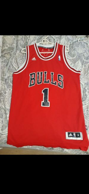 Derick Rose Bulls Jersey Size (M) for Sale in San Pedro, CA