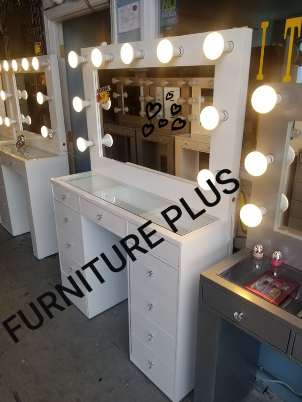 Hollywood Vanity makeup all icons on Buenas Tardes komasan different colors financing available no credit needed 🤩 from $199