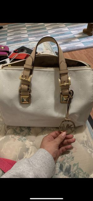 Michael Kors White Wrist Bag for Sale in Silver Spring, MD