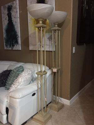 Standing lamp and matching chandeliers $15.00 for Sale in Pembroke Pines, FL