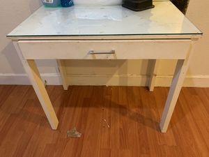 White vanity desk for Sale in Tracy, CA