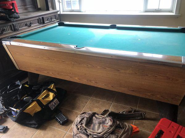 Valley barroom pool table