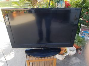 Samsung tv 32 inch for Sale in Lakewood, CA