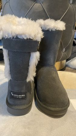 NEW IN BOX UGGS SIZE 6 for Sale in Nashville,  TN