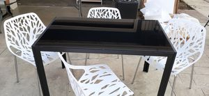 Modern dining table with 4 elegant chairs for Sale in Bakersfield, CA