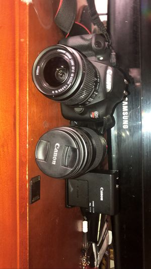 Canon T5 Rebel. Two lenses, battery pack, and a memory card for Sale in Fort Lee, NJ