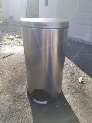 Metal Footpress Trash Can for Sale in Atlanta, GA
