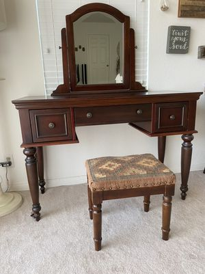 Vanity and bench for Sale in Torrance, CA
