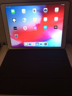 iPad pro 12.9 in 128gb for Sale in Arlington, TX
