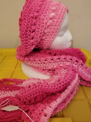 Crochet puff st slouch hat and scarf set for Sale in Arlington, TX