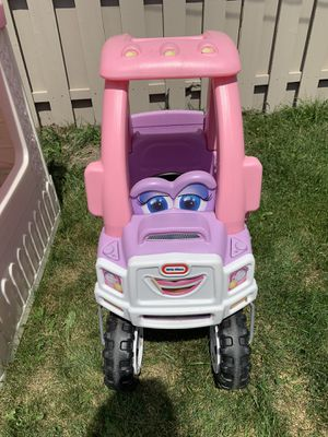 Little Tikes pink and white cozy ride-on truck. for Sale in Chicago, IL
