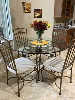 Kitchen table and chairs for Sale in Coral Springs, FL