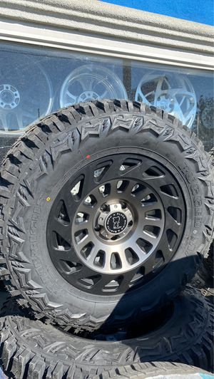 """(5) 18x9 Black Rhino Wheels with 33"""" MT tires for Sale in Bakersfield, CA"""