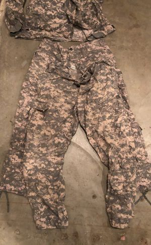 Military issued digi camouflage pants for Sale in Clovis, CA