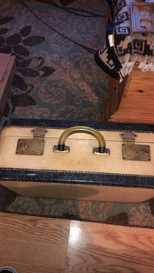 Vintage suitcase for Sale in Salinas, CA