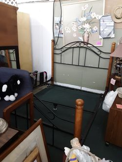 queen size bed with support frame $99 for Sale in Prattville,  AL