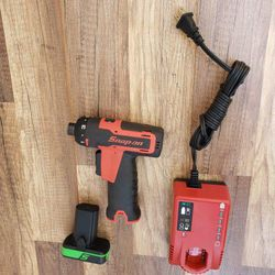 Snap➖On 14.4 V 1/4 hex MicroLithium  Cordless Screwdriver kit ‼️🟢🟣 like new🟣🟢 for Sale in Pomona, CA
