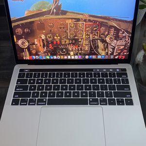 2017 Macbook Pro 13-inch Works Perfect No Scratches .! for Sale in Los Angeles, CA