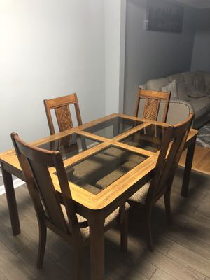 Free Dining Table for Sale in Glen Burnie, MD