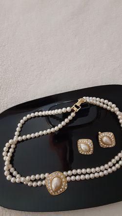 Vintage Trifari Pearl Necklace/Earrings for Sale in Milton,  FL