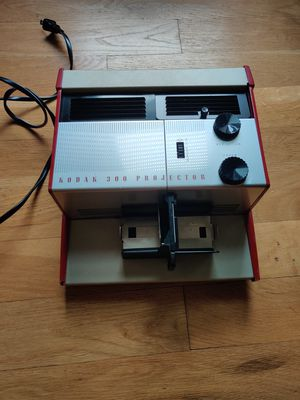 Kodak 300 Projector for Sale in Jersey City, NJ