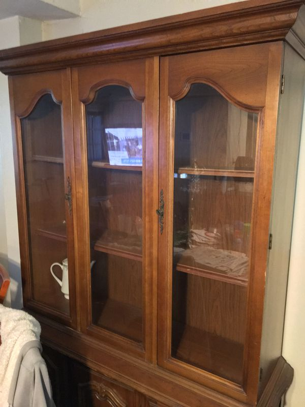 Excellent Condition China cabinet