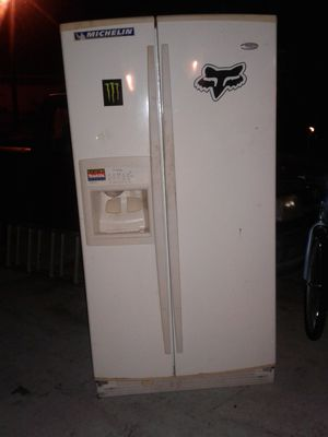 Whirpool Gold Refrigerator for Sale in Port St. Lucie, FL