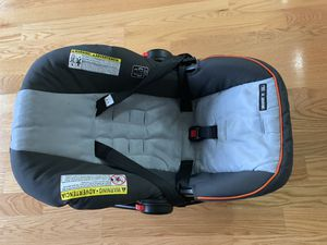 Graco infant car seat with free crib mattress for Sale in Jersey City, NJ