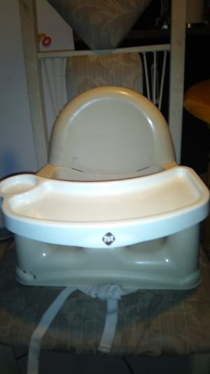 Safety 1st booster seat with removable tray for Sale in Phoenix, AZ