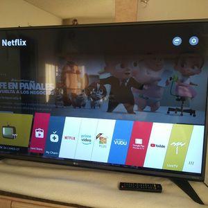 """SMART TV LG 50"""" PULGADAS 4K ULTRA HD CON CONTROL Y SUS PATAS for Sale in Buena Park, CA"""
