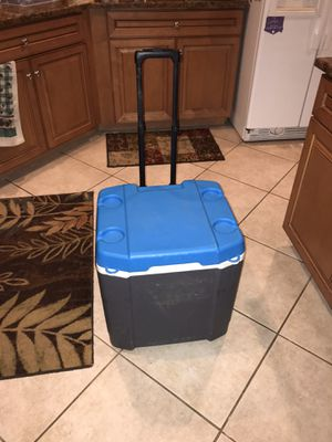 60 quart igloo roller cooler for Sale in Estero, FL