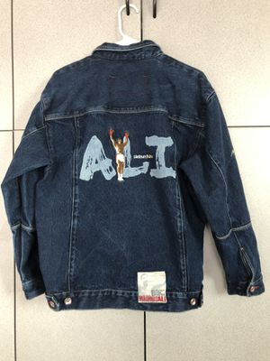 Vintage 90's MUHAMMAD ALI Special Edition PLATINUM Fubu size (L16-18) for Sale in San Marcos, CA