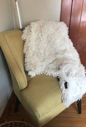 White throw blanket for Sale in Tacoma, WA