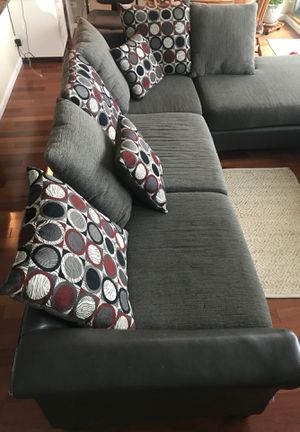 Free couch, Needs pickup today for Sale in Chicago, IL