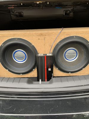 Two 12in gothic subwoofers with dual 1000 watt amp for Sale in Tacoma, WA