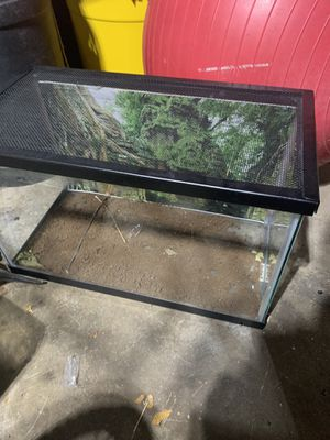 Medium sized fish tank for Sale in Arlington Heights, IL