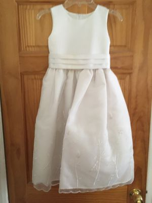 Size 6 girl's pretty dress for Sale in Cherry Hill, NJ
