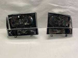 99-04 F-250/350/450/550 Super duty 4 piece headlights 00-04 Ford Excursions for Sale in Downey, CA
