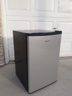 HiSense Wide Mini Fridge. for Sale in Las Vegas, NV