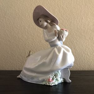 Noa Figurine Girl Simpatico Ruisenor Hand Made In Spain by Lladro for Sale in Los Angeles, CA