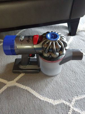 Dyson v8 cordless vacuum for Sale in Kent, WA