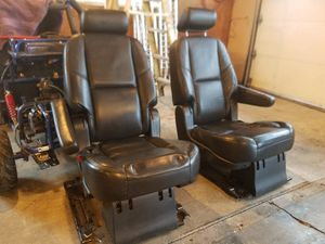 Captians chairs black leather middle row 2007 escalade esv for Sale in Tacoma, WA